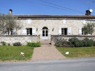 LA MAISON DE JOCE: Maison de Caractère avec Piscine chauffée en Bord de Dordogne