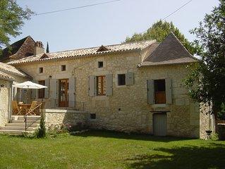 Ravissante maison dans un écrin de verdure en Périgord Pourpre - idéale enfants