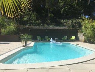 A 5 mn des plages, agreable  Villa contemporaine avec piscine