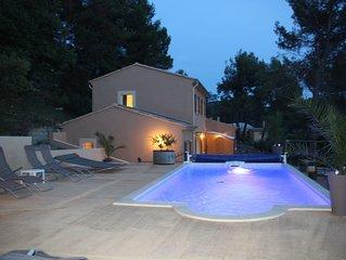 Maison recente accueillant 8-10 personnes , piscine privative, calme et intimite