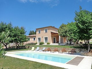 Villa 200 m² with air conditioning and heated pool