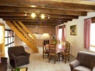 Appartement indépendant ds corps de ferme avec cour fermée à prox.Strasbourg, location de vacances à Ohlungen