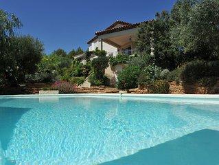 Villa vue mer, jardin paysager, piscine, prestations grande qualité