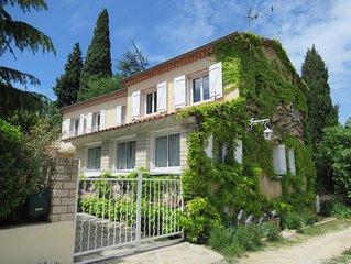 Maison de charme en Gard provençal, grand jardin, piscine, jeux pour enfant