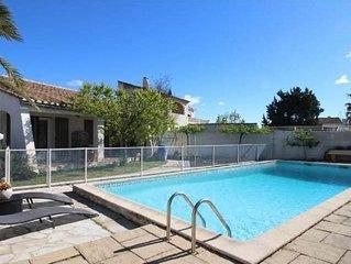 Villa avec piscine .