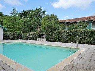 T2 avec piscine dans quartier calme