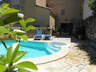Authentique maison de village de 150 m² avec piscine à deux pas du centre ville