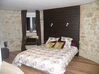 gîte atypique avec piscine chauffée et couverte dans un cadre magnifique & calme