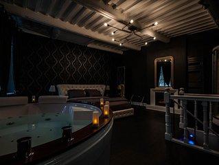 Suite sur 3 niveaux. Spa, jacuzzi, sauna et hammam.