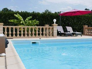 Maison de charme avec piscine chauffée privative dans le Périgord en Dordogne.