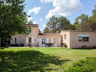 Maison de charme à 12 km d'Aix en Provence, côté campagne proche du Luberon