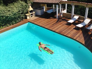 T4 dans Villa avec piscine privative