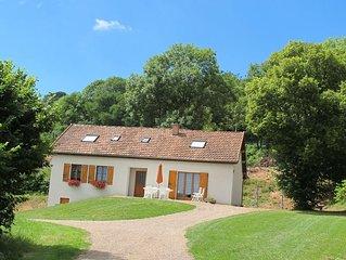 Maison  spacieuse  proche de la forêt , sentiers pédestres, petit étang pêche