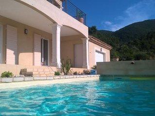 Villa de caractere climatisee,  bel environnement, jolie vue , piscine chauffee