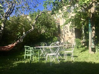 Un jardin de cure au ceour d'un village provencal