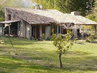maison provencale avec piscine face au luberon sur 15 000 m de terrain boise