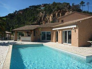 Magnifique villa sur terrain plat beneficiant d'une superbe vue mer et esterel