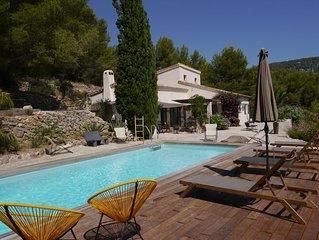 < La Choubinelle > grande villa piscine tennis, terrain en restanques de 6000 m2