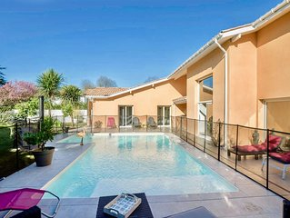 Villa de 250 M2 quartier calme avec piscine chauffée et sécurisé spa wifi ...
