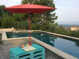 Maison de caractère avec piscine dans bel environnement au calme. 6 personnes
