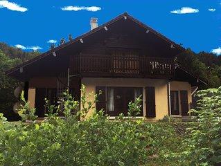 Maison de grand confort, sur un grand terrain bordé de ruisseaux de 12 à 16 pers