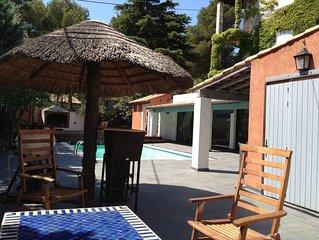 Belle villa familiale avec grand poolhouse dans la ''venise provencale'.