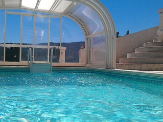 Haut de villa proche de la mer, avec piscine à Bormes les Mimosas !