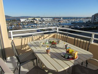 Grand appartement*** climatisé familial vue mer, garage, proche plage.