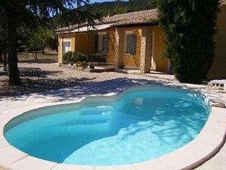 Villa provencale avec piscine au pied du mont ventoux et a prox. des rivieres