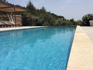 Cadre exceptionnel ! Vue unique 180° à 2 pas de Lourmarin, piscine privée