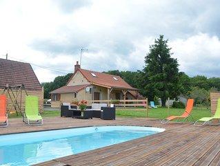 Confortable gite avec piscine et jacuzzi privé sans vis à vis  entouré d'animaux
