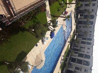 Bel appartement de vacances avec vue sur piscine et mer,  tout neuf.