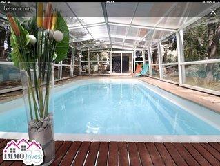 Grande villa avec piscine chauffée couverte