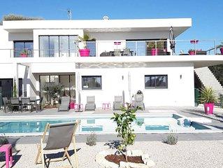 Belle villa d'architecte avec piscine et vue mer
