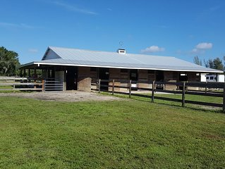 Winter in Studio Apartment on SW FLorida horse farm with 2 stalls included