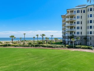 Oceanfront Luxury. The Ritz-Carlton 100 steps away. Private Accommodation.