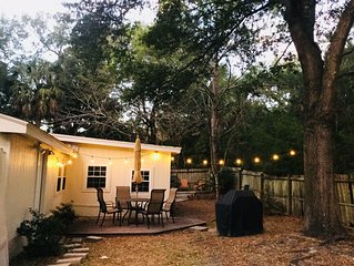 House + Apartment! Sleeps 10. Private yard, BBQ, easy walk to beach!