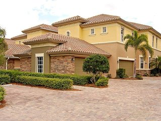 Beautiful Lakefront / Golf Coach Home In Upscale Golf & Lake Community