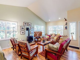 Stunning retreat w/ a full kitchen, gas fireplace, furnished lanais, & free WiFi