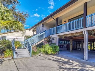 LUXURY WATERFRONT OASIS! MINUTES FROM BEACHES, DOWNTOWN TAMPA, MORE!