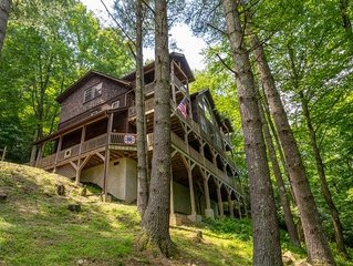 Enchanted Forest Retreat- Luxury log cabin with privacy, large Hot Tub, Pool Tab