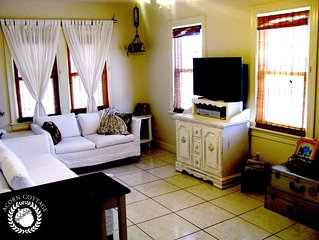 Acorn Cottage - Casual Elegance & Lots of Elbow Room