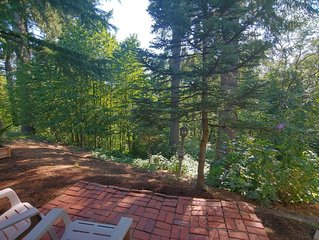 Only 2 miles From Downtown Hillsboro Secluded Escape & Private Entry