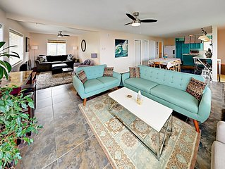 2BR w/ 3 Living Areas, Private Hot Tub & Ocean Views - 1 Mile to Yaquina Head