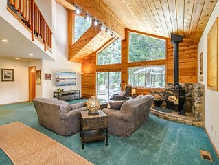 Spacious Centrally Located 3BR w/ Game Room, Fireplace, Deck & Amenity Access