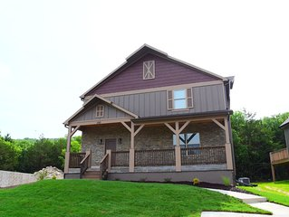 Brand New Home! 6 bedrooms all with King beds Sleeps 16! close to Lake
