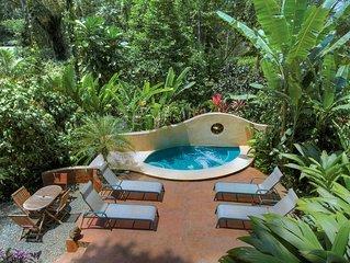 Geckoes Lodge: Rainforest Barefoot Luxury & Plunge Pool Near Gorgeous Beaches