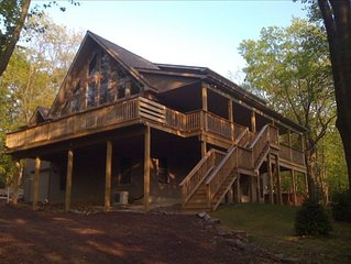 Wooded Chalet- Lg 6 BR 'Chipmunk Lodge' W/ Hot Tub /Pool Table - Linens Included