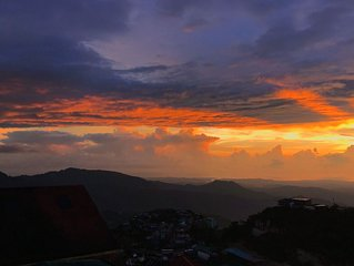 Baguio Vacation House with Amazing Sunset and Mountain Views