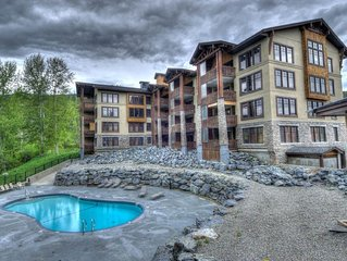 Luxury Condo  , Sleeps 8, private hot tub, outdoor pool on ski hill and golf